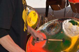 Lichtspiel in Guitar Steelpan
